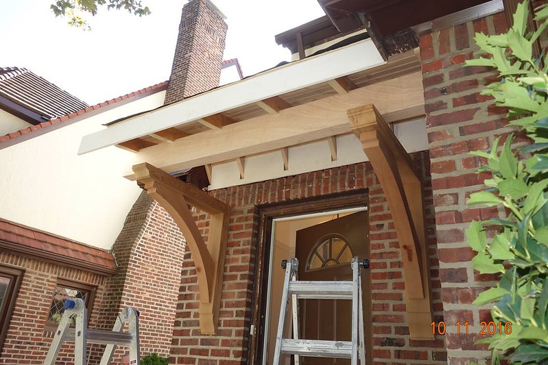 Custom Cedar Front Porch with Wood Bracket 02T10