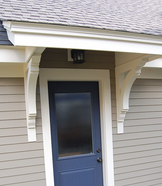 Front Porch with Wood Bracket 14T8