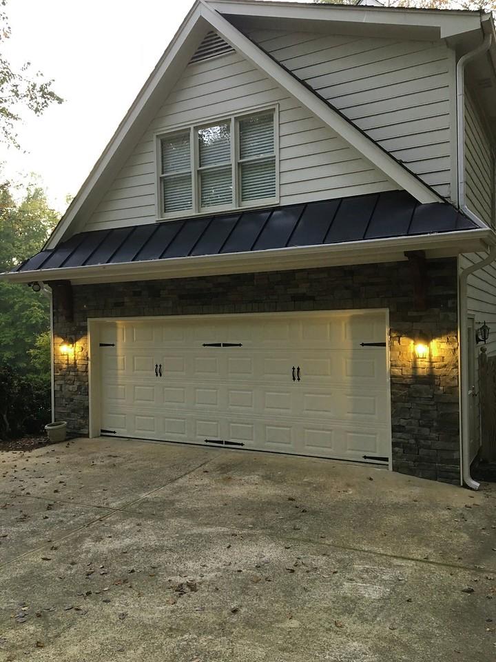 Garage overhang with Wood Bracket 02T19 Smooth