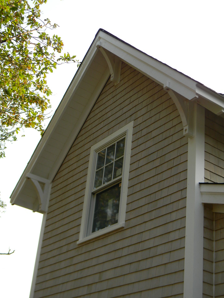 Gable with Wood Bracket 13T5