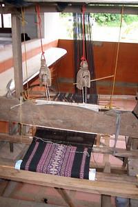 Vevstol for veving av stoff til mannsbunad