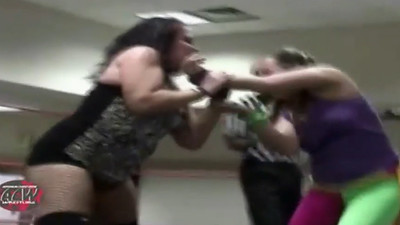 Roxie Cotton vs. Kacee Carlisle