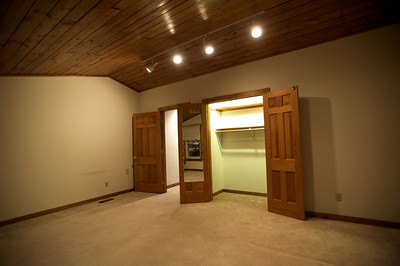 MASTER BEDROOM - LARGE CLOSET