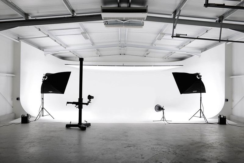 ROBERT RODRIGUEZ PHOTOGRAPHY -  Owner  of IMAGES MAGAZINE