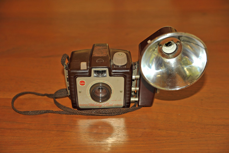 Vintage Antique Cameras - AFTER cleaning and testing - Kodak Brownie Holiday Flash