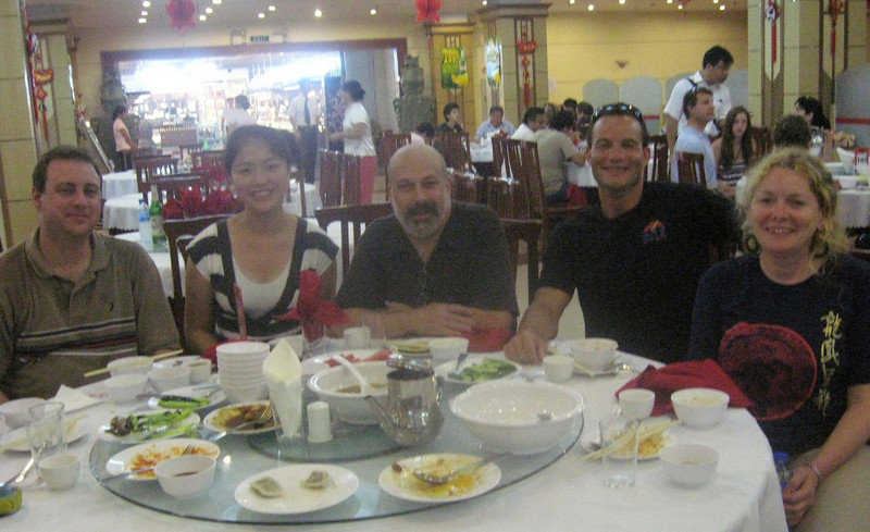 Time for lunch--chinese, of course!  At left, an American businessperson with his Chinese friend; to the right, a couple from the Canary Islands who work with Iron Man competitions worldwide