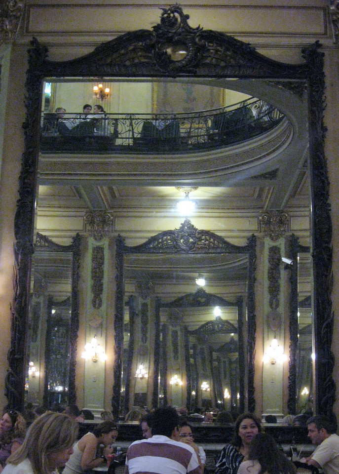 ... and those Belgian mirrors, mirrors, mirrors, mirrors ..........