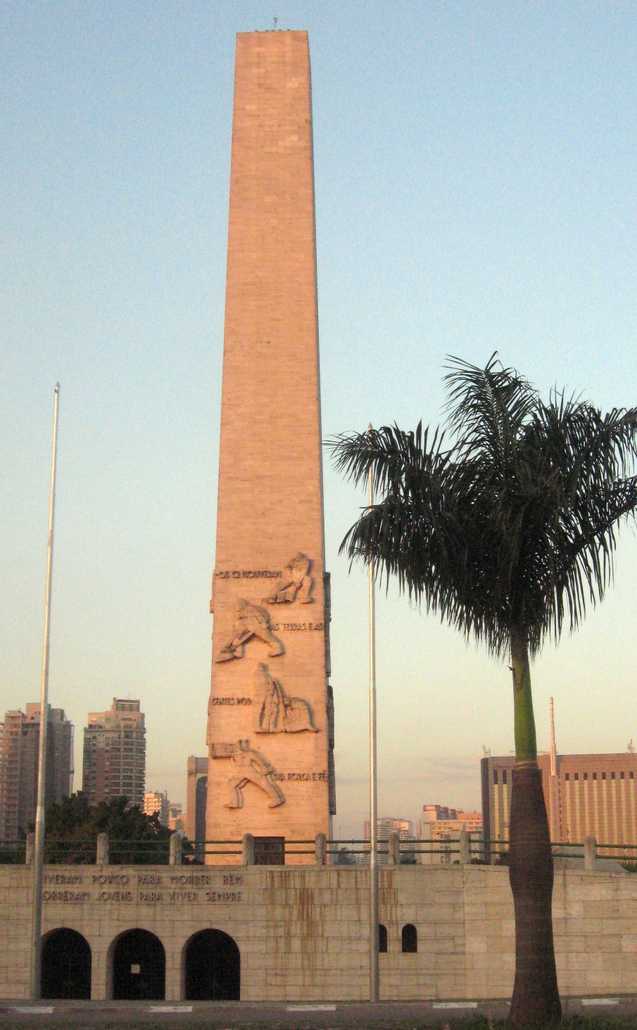 O Obelisco aos Herois de 32--This obelisk honors rebels who died in 1932 when President Vargas crushed resistance to his regime.