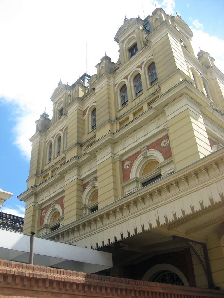 My next stop--the exterior of the Museu de Lingua Portuguesa.