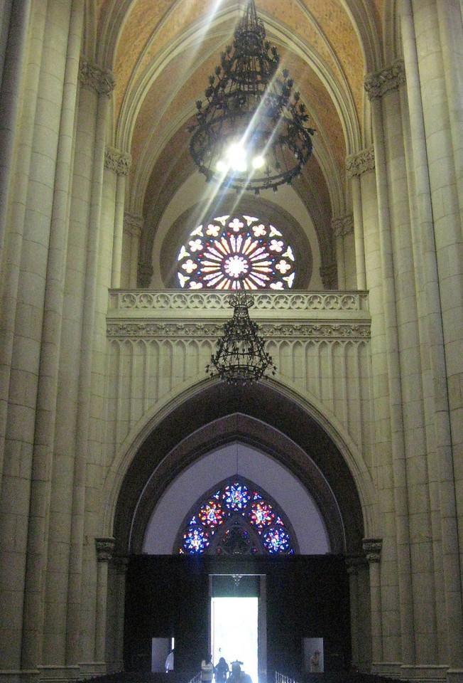 Interior rear view of the Catedral.
