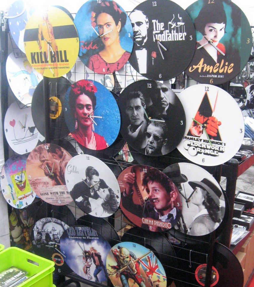 A boutique offers clocks featuring (mostly American) feature films.