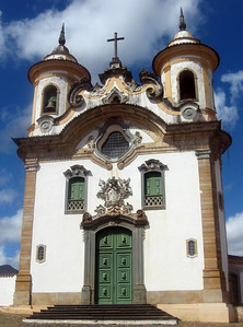 Across from and to the side of the civic building are twin churches--Sao Francisco de Assis and Nossa Senhora do Carmo (pictured here), both dating from the late 18th century.