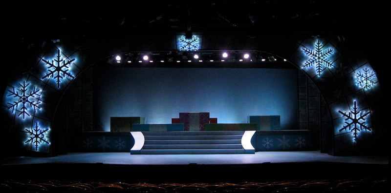 Holidays at the 'Hills<br /> Directed by Russell Garrett<br /> Scene Design by Erik Diaz<br /> Scenic Artist Lisa Pegnato<br /> Foothills Theater 2008
