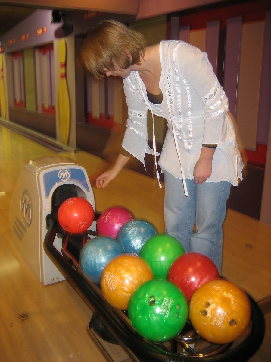 Petra carefully choosing her next killer ball