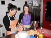 Monique & Natascha aan de slag voor de zuccotto, Italiaanse taart van cake en mascarpone en een paar eitjes ;-)