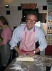 Jan maakt het deeg voor de crissini della casa