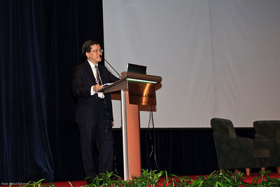 Dr Ng Soo Chin with the President's address