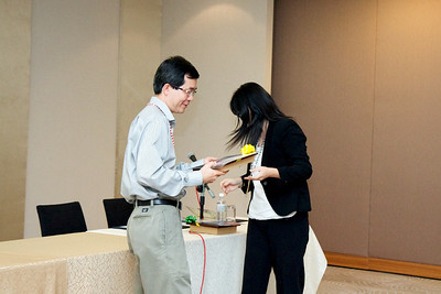 Dr Ng recieving a token from Dr Lily Wong on behalf of MSH.
