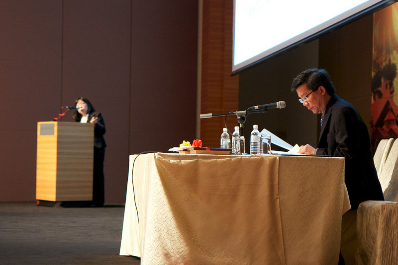 Prof Chan Lee Lee talking about umbilical cord transplant. Dr SC Ng was the moderator.