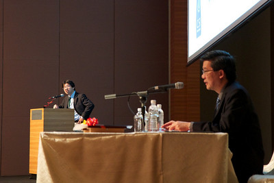 Assoc Prof Motomi Osato with his talk on Leukaemic Stem Cells. Dr SC NG was the moderator.