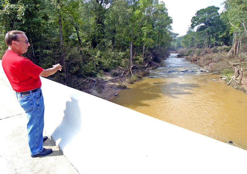 Douglas resident Richard Noles gives his account of how the raging flood waters roared with the sound and intensity of several freight trains as the ground shook nearly a quarter mile away.