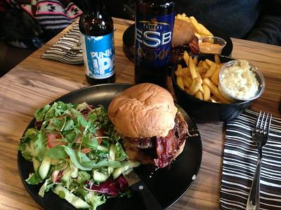 Burgeribaari Kauppuri 5, Oulu, Finland; http://www.kauppuri5.fi