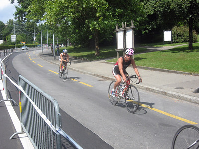 On my way to the International Red Cross Museum, triathlon cyclists whiz by ...