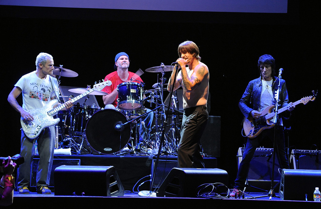 (L to R) Flea, Chad Smith, Anthony Kiedis, and Ron Wood perform on stage at the 5th Annual MusiCares MAP Fund Benefit Concert honoring Anthony Kiedis at Club Nokia on May 8, 2009 in Los Angeles, California.(Photo by Katy Winn/Corbis)