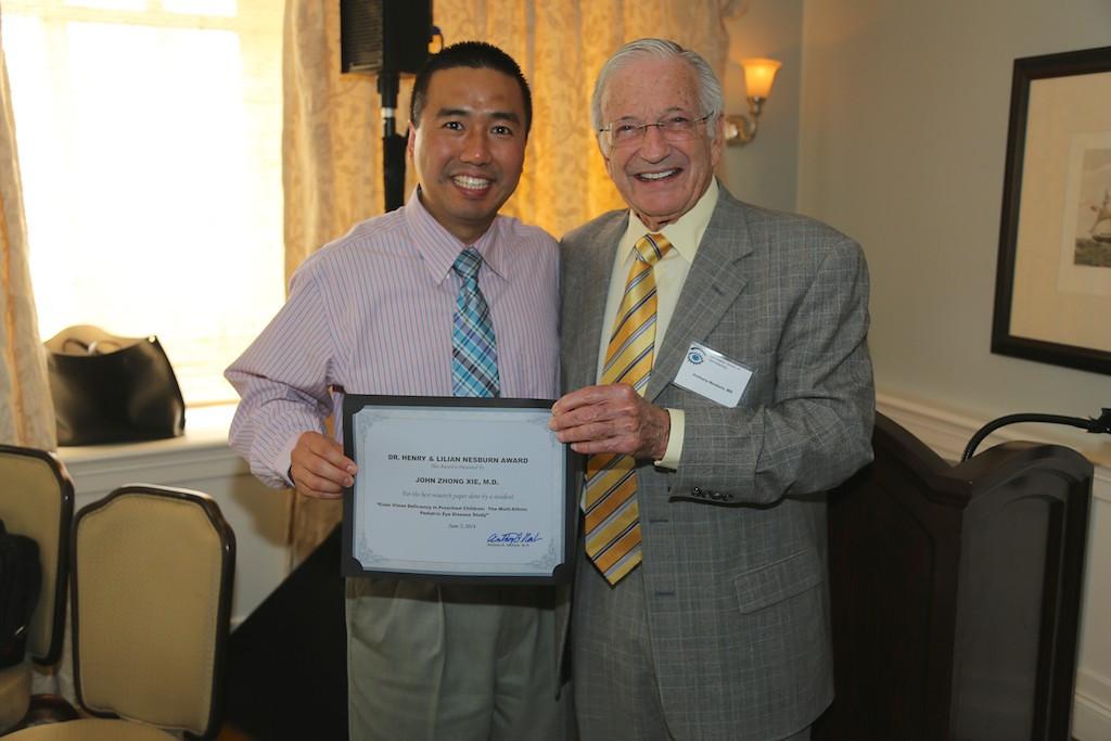 Nesburn Award winner John Zhong Xie and Tony Nesburn<br /> EN8A7702