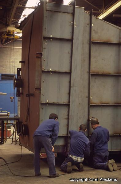 AGC 23 Mario en Rudy assembleren trechterbak
