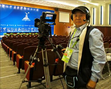 2010年受聘於廣州亞運會GAB電視轉播公司(於新聞發布會前)
