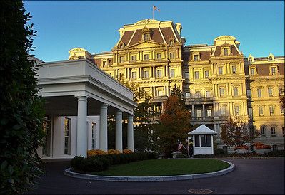 《白宫西侧晨光中的副总统切尼的办公楼》