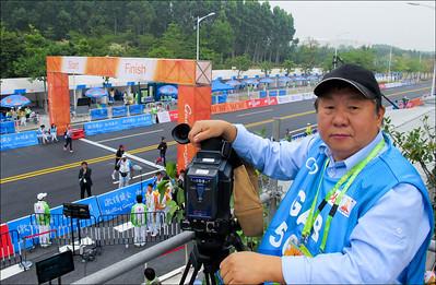 2010年受聘於廣州亞運會GAB電視轉播公司(於環城自行車賽場起點)