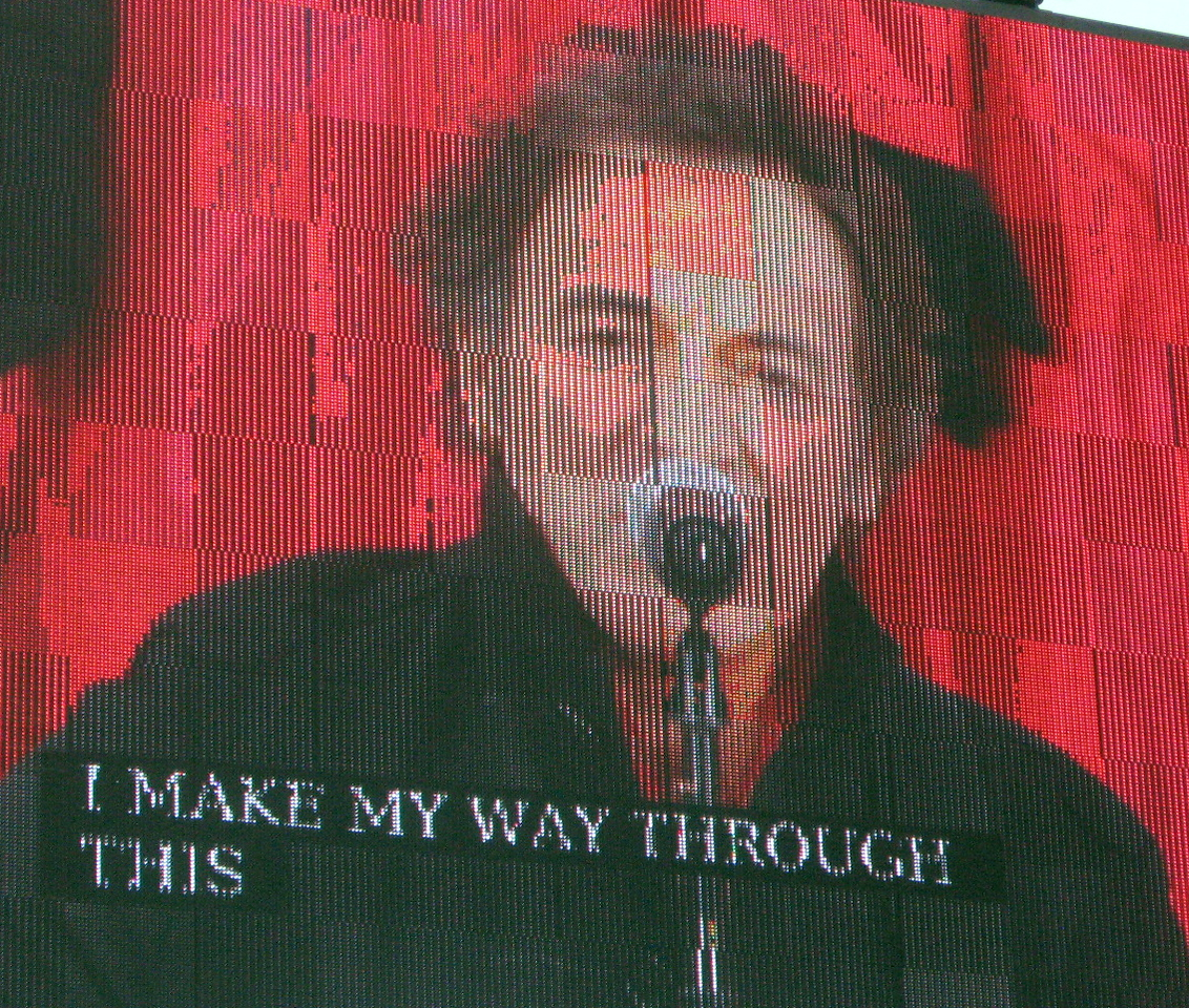Bruce Springsteen sings to the crowd.