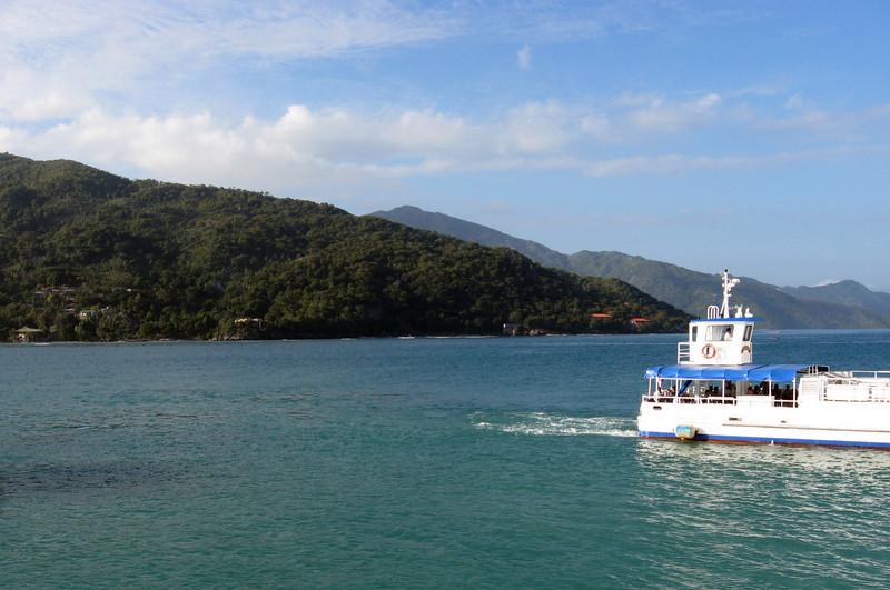 The sea between a tender and Haiti