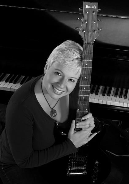 141114 Julie Shum guitar 2 bw