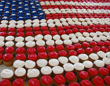 This beautiful cupcake flag was part of the celebration for graduating new citizens at a Louisville city park. The Governor and lots of local dignitaries were present at the swearing-in ceremony and we just happened to be in the park to watch.