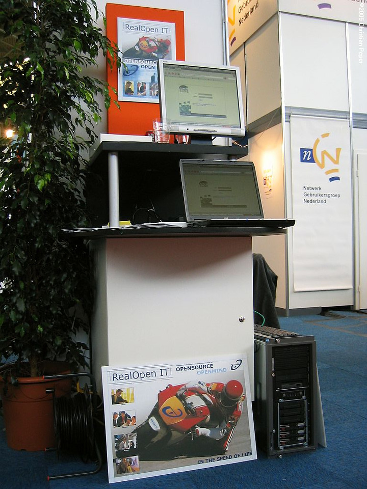 The demo stand with a VMware ESX server running a SLES9 server, a RHEL3 server with Groupwise for Linux and an OpenExchange (SLOX) 4.1 server