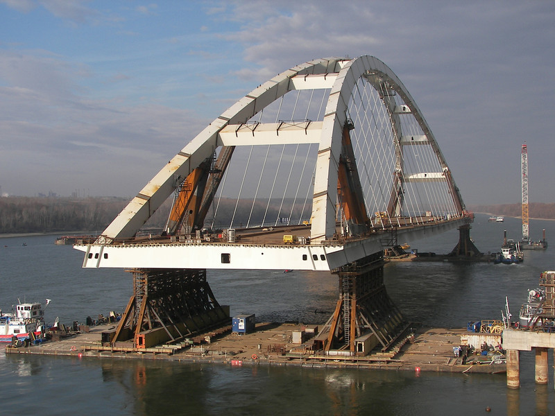 Ship-movement of Pentele bridge (wingspan: 312m)