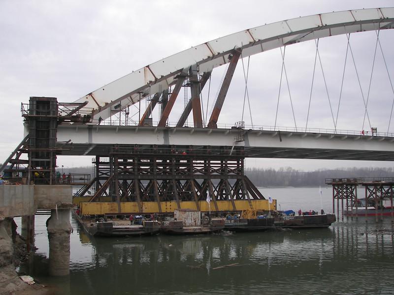 Ship-movement of Pentele bridge (wingspan: 312m)