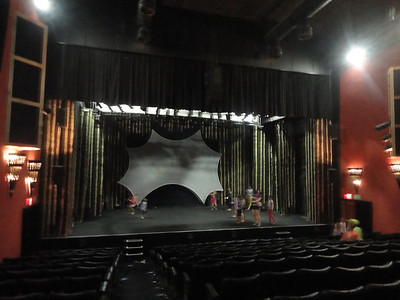 Visit to the Victory Theater ...