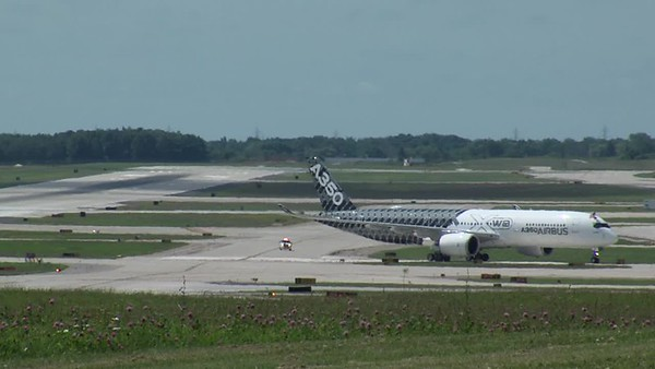 AirBus 350 in Milwaukee 2015