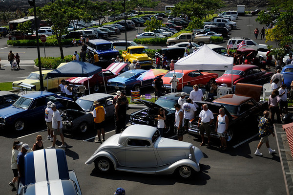 "1933 Coupe and crowd shot featured in the Sun 25 Jan 09 edition of West Hawaii Today on page 8A.  Photo by John.<br /> <br /> About 90 classic cars were on display Sat 24 Jan at Queen's MarketPlace for the ""Blast from the Past' Waikoloa Lions Club Classic Car Show 2009."