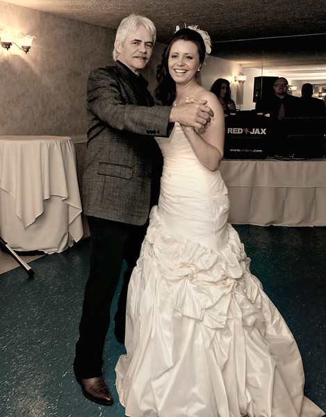 Wedding Photography in Syracuse NY, Reception Photography at Borio's Restaurant by Oneida Lake. Mariana Roberts Fine Art Wedding Photography in Syracuse NY of Central New York www.MarianaRobertsWeddings.com www.MarianaRobertsPhotography.com