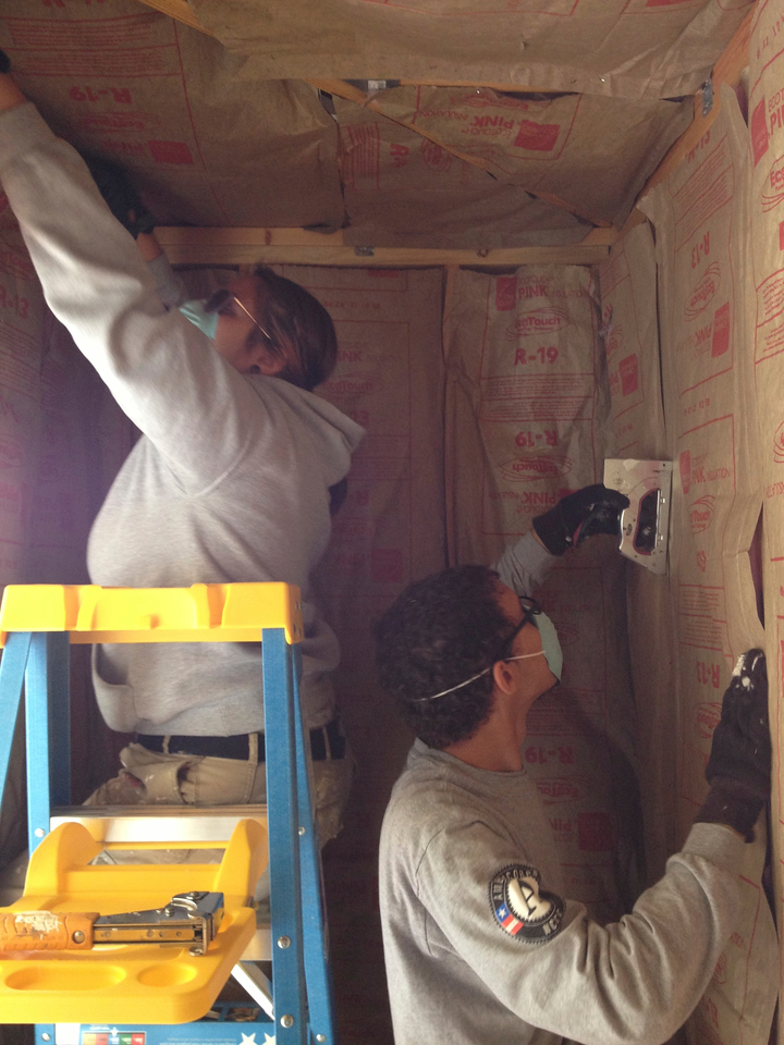 Earth 2 helps weatherize homes in Pharr, Texas while working with the Cesar Chavez Foundation during round 1 of class 19A. AmeriCorps NCCC. Corporation for National and Community Service Photo.