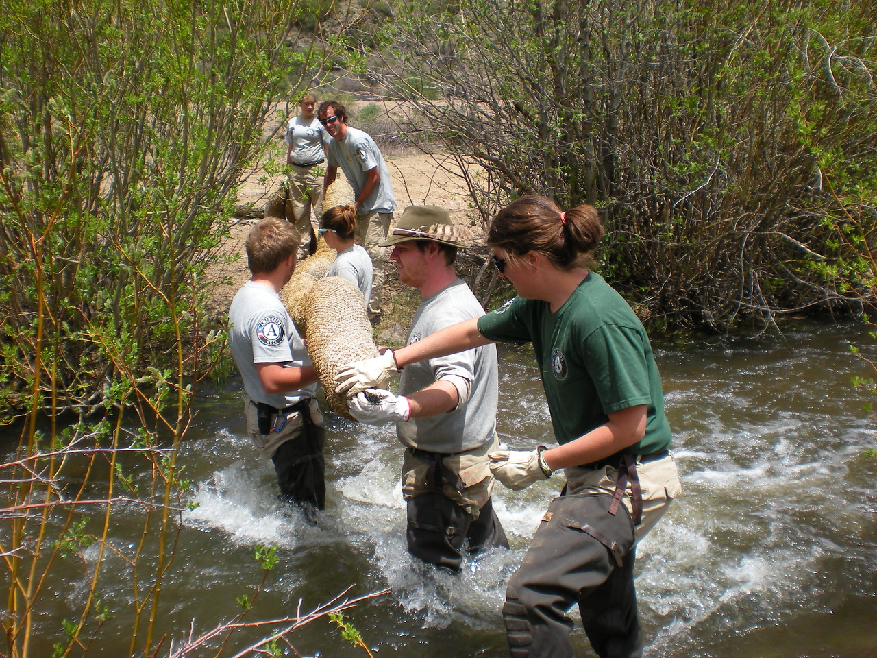 Sun 4 helps maintain waterways during round 4 of class 16 on San Luis Public Lands. AmeriCorps NCCC. Corporation for National and Community Service Photo.