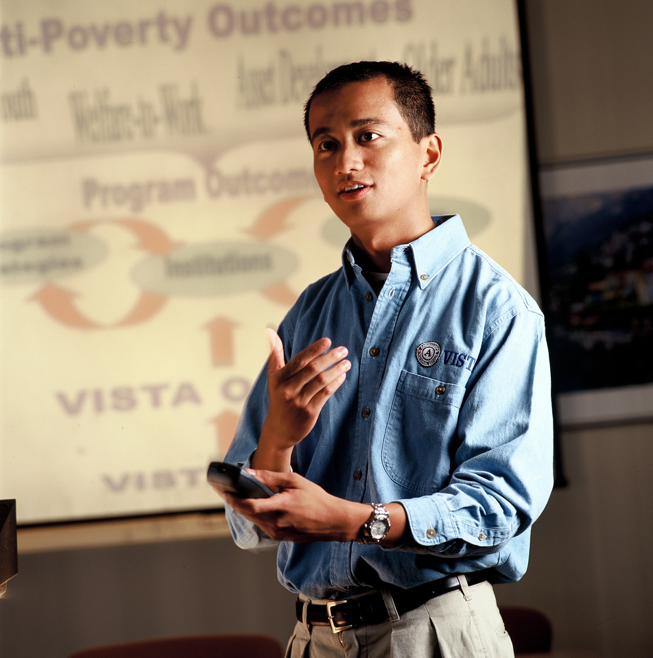 An AmeriCorps VISTA member leads a discussion about the program. Corporation for National and Community Service Photo.