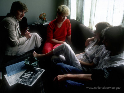 VISTA member Catherine Agrimson and mentor Martha Smith of the Teen Parent Program in Portland, Oregon, counsel a teenage mother and her boyfriend in 1986. (© 1986 Corporation for National and Community Service - Office of Public Affairs)