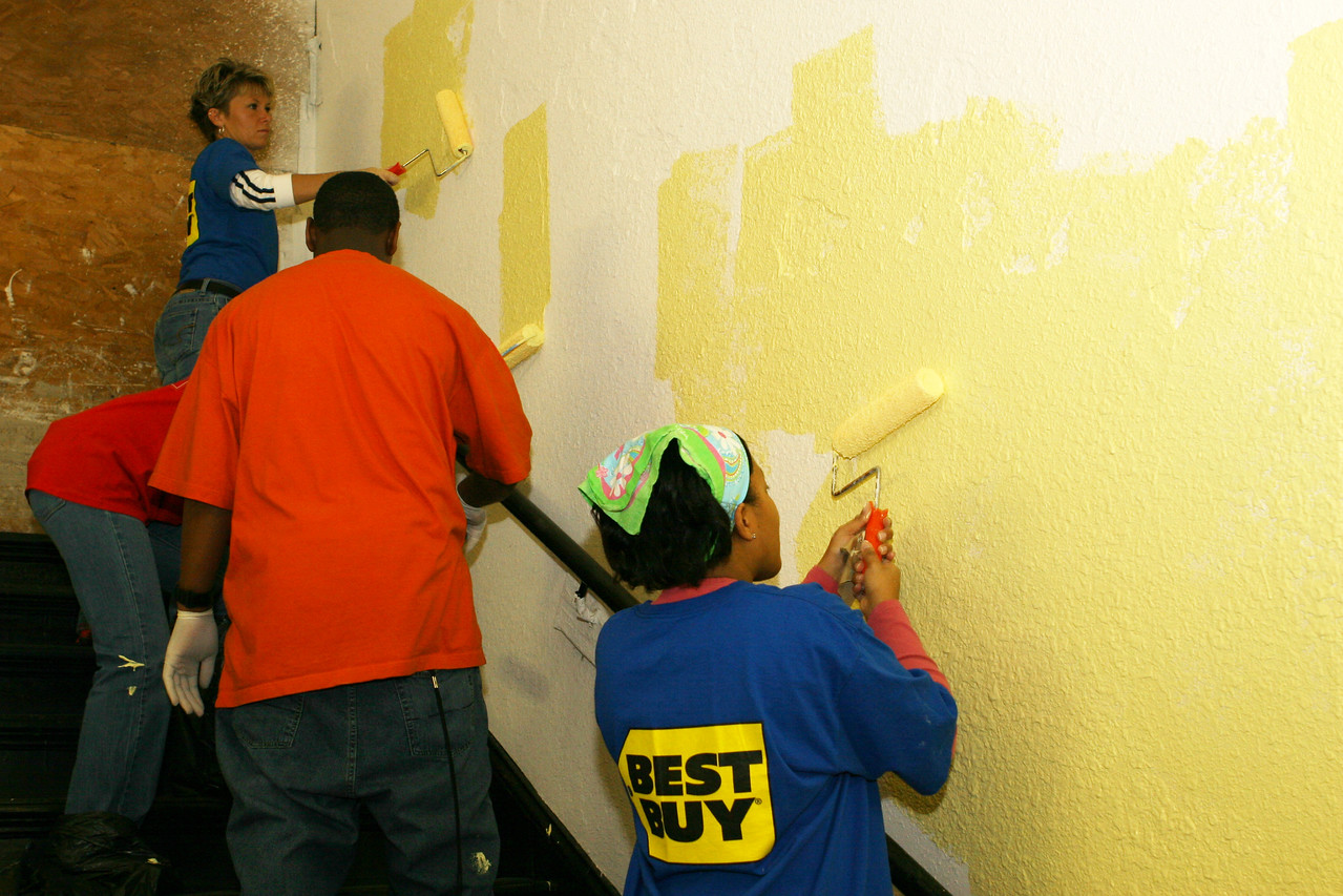 Employees of Best Buy, Inc., and volunteers pitched in by painting the Franklin Shelter in downtown Washington at a King Day of Service project sponsored by the DC Jewish Community Center.  An estimated 10,000 volunteers served through more than 80 projects in and around Washington D.C.  They joined hundreds of thousands of Americans who participated in the 2007 King Day of Service, sponsored by the Corporation for National and Community Service.