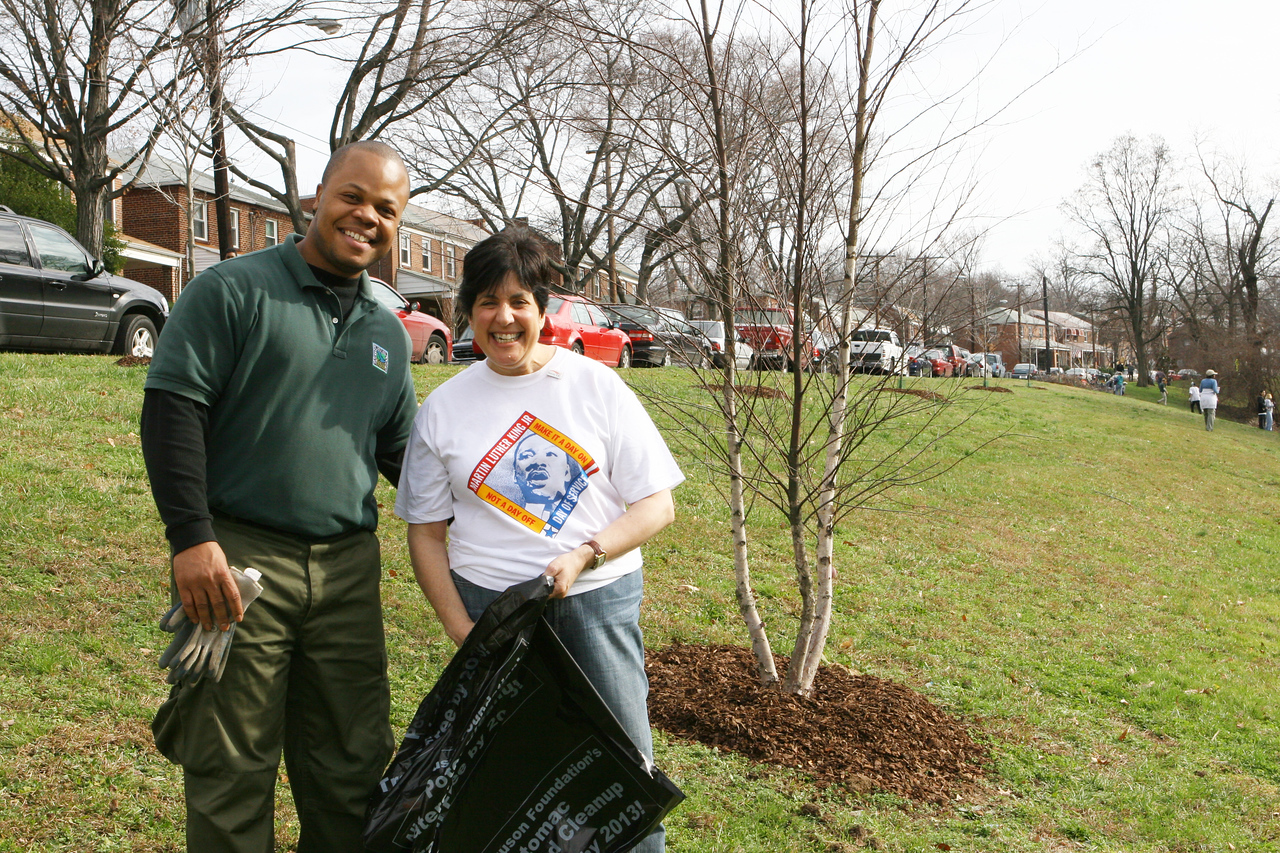 More than 200 volunteers joined with Earth Conservation Corps AmeriCorps members during the 2007 King Day of Service to remove debris from Pope Branch in Washington, D.C.  An estimated 10,000 volunteers served through more than 80 projects in and around Washington D.C.  They joined hundreds of thousands of Americans who participated in the 2007 King Day of Service, sponsored by the Corporation for National and Community Service.